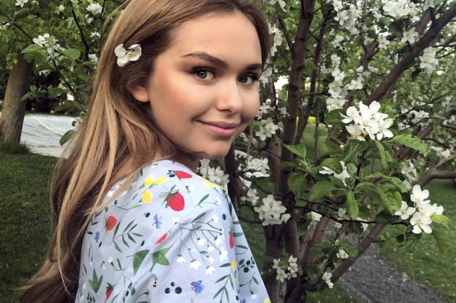 Стефания Маликова, 18 лет. У юной дочери известного российского музыканта и продюсера отличная фигура. Но, как и все девушки, она хочет быть идеальной.