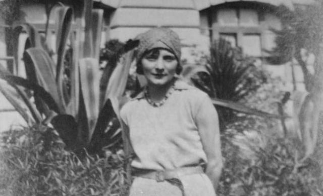 Мишель Анше. Еще одна Лжетатьяна. Женщина появилась во Франции в начале 1920-х годов, рассказывая, что прибыла прямо из Сибири.