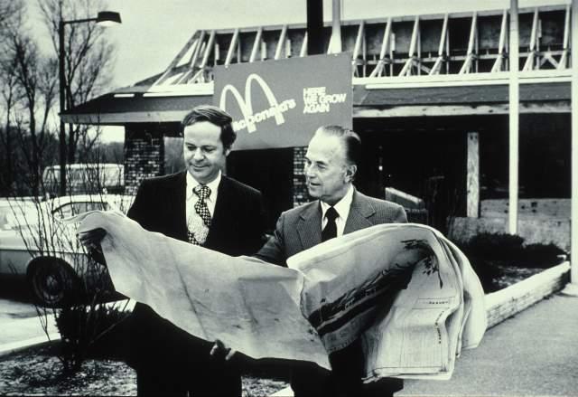 """В 1954 году ему потребовалось $15 тыс. наличными, чтобы выкупить лицензию на распространение """"Макдональдса"""", но все банки отказали ему в кредите. Тогда он заложил дом и страховку. После этого он прожил еще 30 лет и заработал 600 млн долларов."""