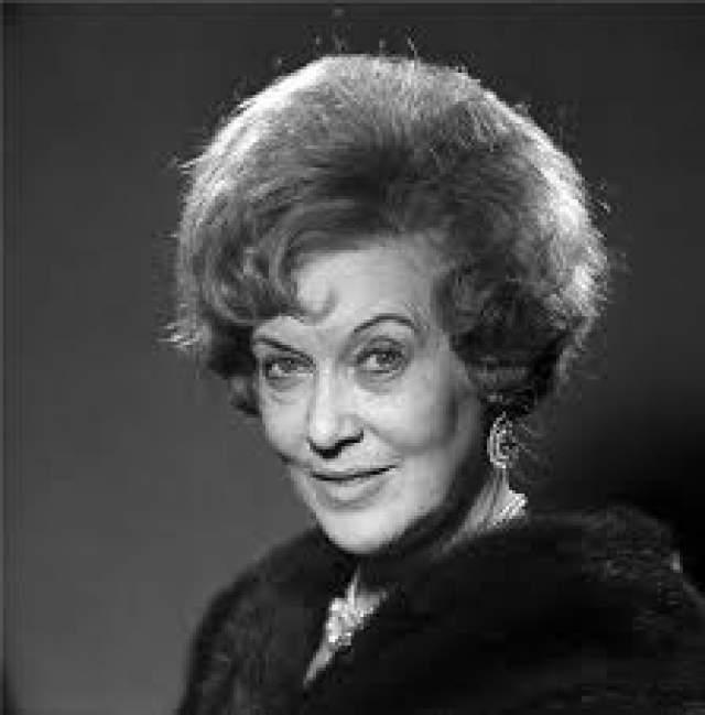 Подобное отношение к внешности она сохранила до самой кончины. Умерла Любовь Петровна 6 января 1975 года от рака поджелудочной железы.