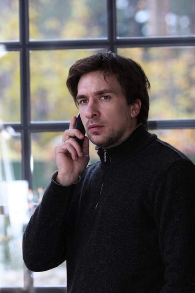 """Что касается съемок в кино, то в последнее время Антипенко снимается исключительно в сериалах, но не таких успешных, как """"Не родись красивой""""."""
