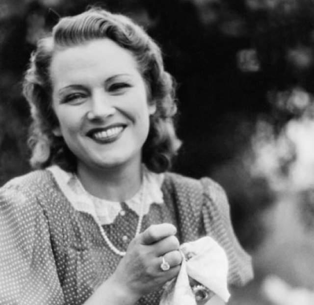 Летом 1953-го, по имеющимся данным, она выполнила свое последнее задание: связала Берию с Конрадом Аденауэром.