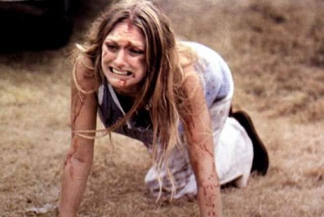 """Мэрилин Бернс Славу актрисе принесла роль Салли Хардести - единственной выжившей героини скандального и кровавого триллера """"Техасская резня бензопилой"""" 1974 года. позже Бернс снялась еще в одном фильме режиссера """"Пилы"""" Тоуба Хупера, который назывался """"Съеденные заживо"""", однако эта лента особым успехом в прокате не пользовалась."""
