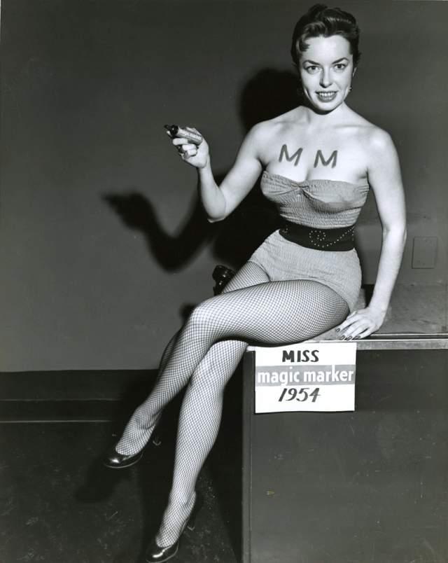 Мисс магический маркер - 1954 год. Конкурсантка знала, чем привлечь внимание судей. А из конкурса получилась запоминающаяся (особенно на то время) реклама маркеров.