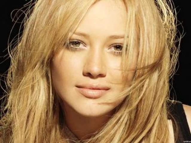Хилари Дафф С этого самого утеса в Новой Зеландии падала и американская актриса и певица Хилари Дафф, тоже в августе 2011-го.