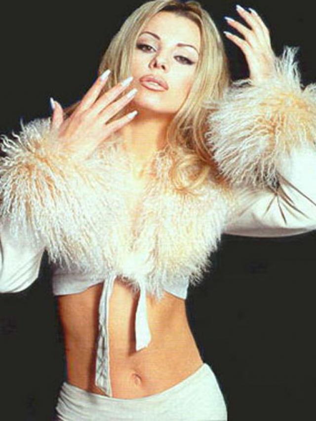 """Ирина Салтыкова. После выхода в свет клипа """"Серые глаза"""", про Ирину заговорила вся страна. Ее сразу же присвоили звание секс-символа и новой восходящей звезды."""