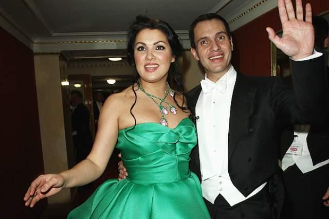 Анна Нетребко и Юсиф Эйвазов. За плечами оперной дивы два брака с иностранцами. Первый - с уругвайским певцом Эрвином Шроттом, от которого у нее есть сын Тьяго, закончился несколько лет назад.