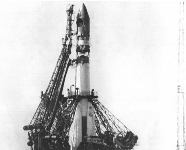 Юрий Алексеевич должен был отправиться в космос впервые не погожим апрельским днем, а еще за несколько месяцев до этого - в декабре. Об этом было сказано в Постановлении ЦК КПСС и Совета Министров от 11 октября 1960 года.