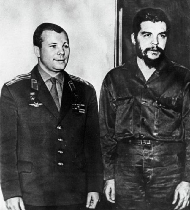 """Эрнесто Че Гевара, как поклонник марксизма, упрекал """"братские"""" социалистические страны (СССР и Китай) в том, что они ведут себя подобно империалистам, навязывая беднейшим странам жесткие условия товарообмена."""