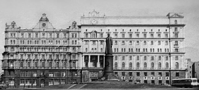 Эти вещественные доказательства смерти Адольфа Гитлера отправили в Москву и поместили в архив КГБ.