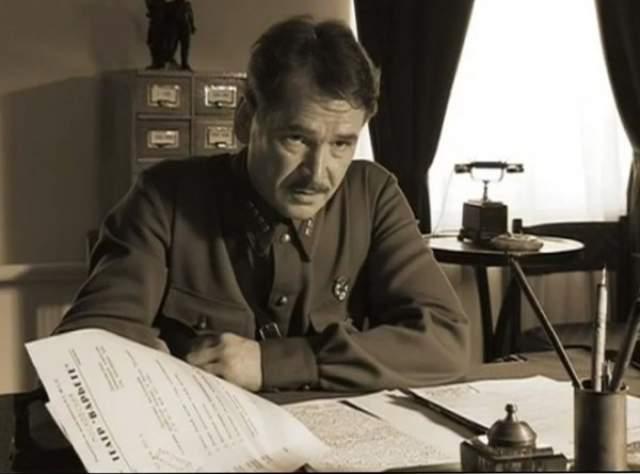 """Первой жертвой """"проклятия"""" 2 октября 2005 года стал актер Александр Чабан, сыгравший следователя, который вел розыск Воланда. Чабан исчез незадолго до премьеры. Найден мертвым в своей квартире. Обстоятельства смерти неизвестны. Ему было 47 лет."""