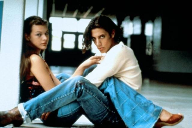 Милла Йовович. В 16 лет Милла вышла замуж за актера Шона Эндрюса. Их брак продлился всего каких-то два месяца, после чего был аннулирован.