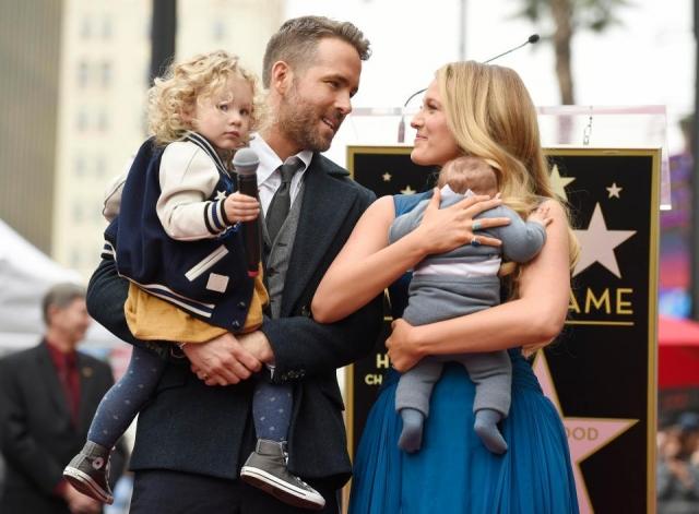 """Блейк Лайвли. В семье звезды сериала """"Сплетница"""" и актера Райана Рейнольдса первая дочка появилась в 2014 году. Девочку по имени Джеймс тщательно скрывали от объективов папарацци."""
