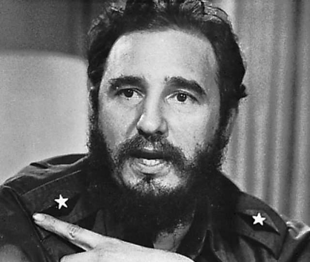 Фидель Кастро. Бородатый революционер вместе с Че Геварой стал лицом кубинской революции и борьбы за свободу, ну а также всегда был любимцем женщин. Неудивительно, что с годами, особенно в моменты ухудшения состояния, он не появлялся на публике, чтобы не портить впечатления.