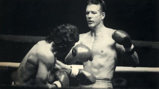 """Микки Рурк. Американский актер занимался любительской карьерой в боксе с самого детства, проведя первый успешный бой в 12 лет. Он участвовал в турнире """"Золотые перчатки"""", добившись немалых высот."""