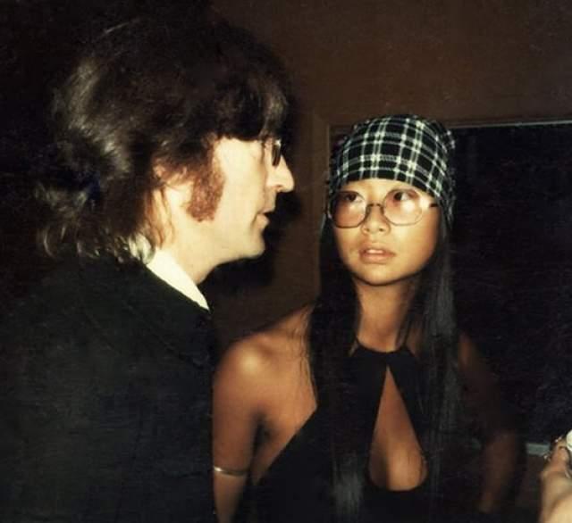 В 1973 году Оно решила на время расстаться с Ленноном, чтобы оба почувствовали свободу и поняли свои чувства друг к другу. При этом супруга сама выбрала Леннону любовницу - Мэй Пэнг.