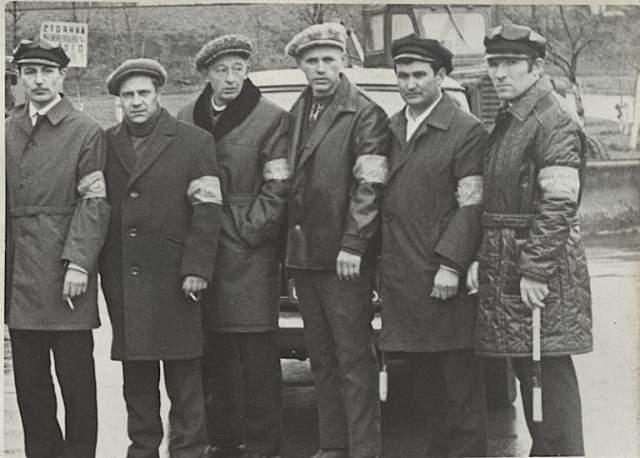 В СССР нельзя было быть бездельником: в 1982 году Андропов инициировал борьбу с незанятыми гражданами: в рабочее время стали проводиться милицейские облавы в магазинах, кинотеатрах, школах и других общественных местах.