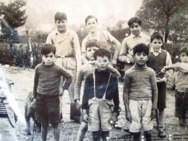 Первые два года Эрнесто не мог посещать школу и учился на дому (научился читать в 4 года), поскольку страдал ежедневными приступами астмы. После этого он прошел с перерывами (из-за состояния здоровья) обучение в средней школе в Альта-Грасии.