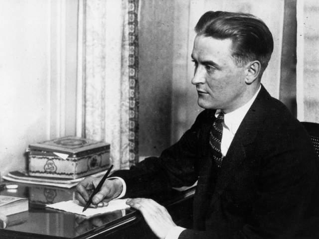 """На аукционе в Нью-Йорке первое издание """"Великого Гэтсби"""" продали за 112,5 тыс. долларов. А вилла, где писатель завершил работу над знаменитым романом, - так называемая """"жемчужина лазурного берега"""", - стоит 27,5 млн. евро. Однако желающих ее приобрести пока не было."""