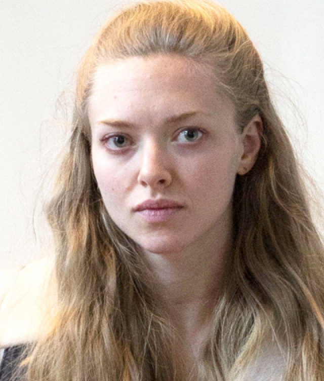 Аманда Сейфрид. Актриса выглядит естественно и женственно без грамма косметики.