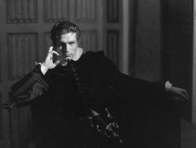 """Сыграл 120 театральных ролей, снялся в 60 фильмах и 15 телевизионных программах. Номинант и лауреат премий """"Оскар""""."""