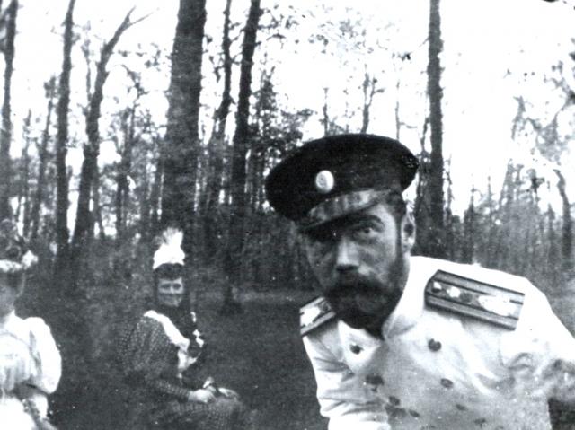 Даже его мать, императрица Мария Федоровна, не хотела присягать Никки, поскольку в роли правителя видела младшего, Михаила.