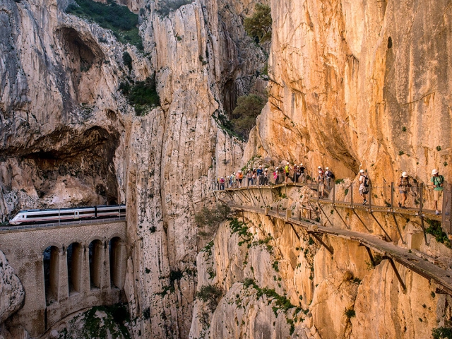 Прогулка по «Королевской тропе» в Испании. David Ramos, Getty Images