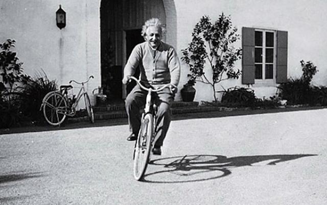 """Кроме плавания ("""" вид спорта, который требует наименьшей энергии """"), ученый избегал любой энергичной деятельности. Однажды ученый сказал: """" Когда я прихожу с работы, я не хочу делать ничего, кроме работы ума """"."""