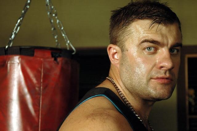 Его самое большое достижение - призовое место чемпионата Эстонии по боксу.
