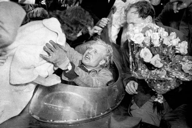 Французские газеты напечатали фотографии Хоторна и Буэба, на которых они праздновали победу с шампанским, и подвергли их критике.