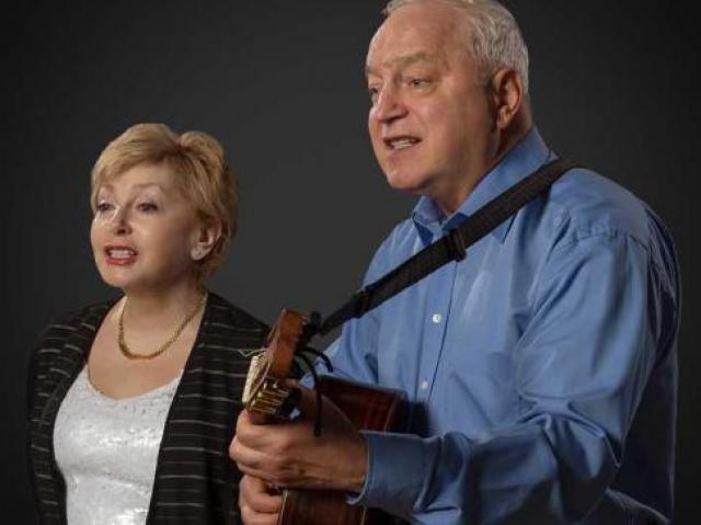 Татьяна и Сергей Никитины. Сергей был организатором и руководителем квинтета физиков МГУ, в котором пела и Татьяна Садыкова, в 1968 году ставшая женой композитора и его партнером по сцене.