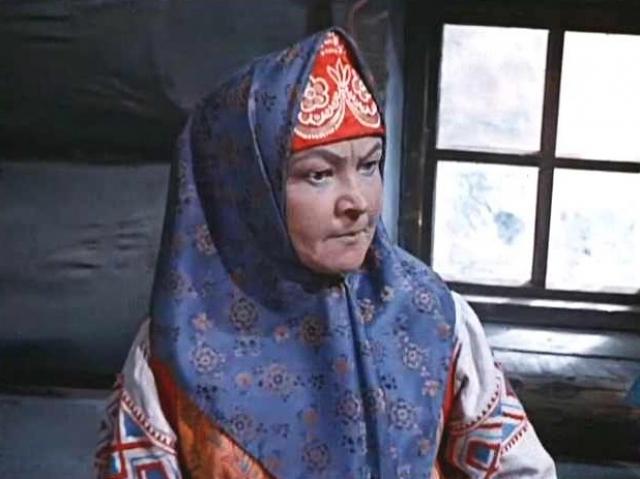 По окончании в 1936 году десятилетки, Вера Владимировна переехала в столицу и поступила в актерскую школу при киностудии Мосфильм, окончив которую в 1940 году, была принята в штат Мосфильма, а затем киностудии Союздетфильм. Работала в Театре-студии киноактера.