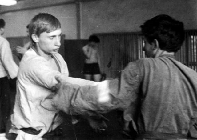 Владимир Путин. Юный спортсмен чуть позже защитил звания мастера спорта по дзюдо и самбо.