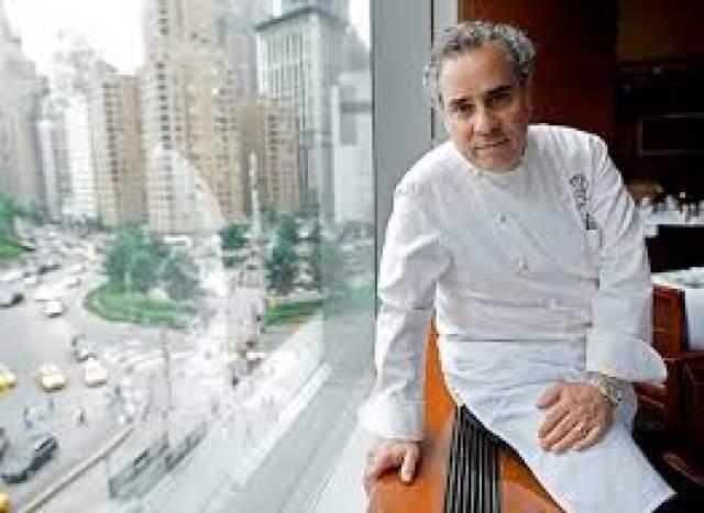 Майкл Ломонако, 63 года . В США этого ресторатора и ведущего кулинарных шоу знают многие. В России и других странах о нем узнали, когда рассказали историю Ломонако.
