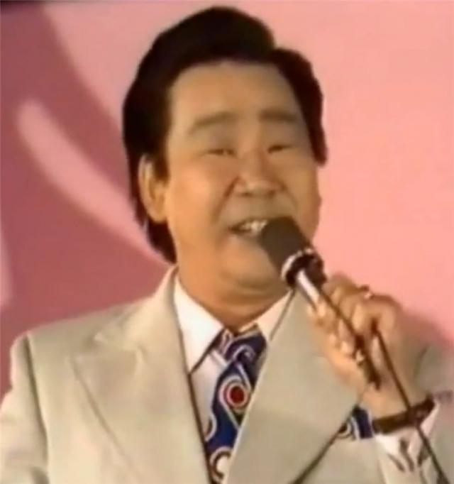 В конце 1980-х, когда непросто пришлось многим прежним звездам, певец также исчез со сцены. Кола устал от бесконечных концертов, решил не бороться с требованиями нового времени и столичной жизни и уехал в родной Хабаровский край.
