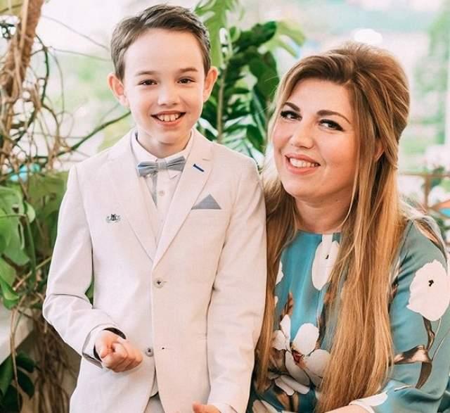 У Скулкиной один сын, Денис. Он родился в 2008 году. И, несмотря на занятость в работе, Екатерина умеет находить время на своих двух любимых мужчин - супруга и сына.