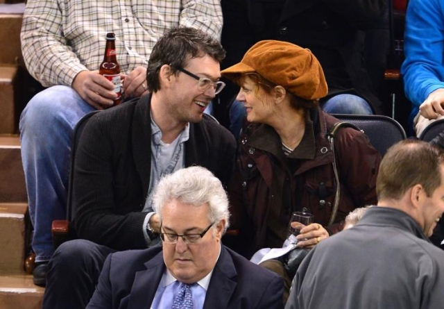 Влюбленные стали также и бизнес-партнерами - Сарандон и Бриклин владеют пинг-понг баром в Нью-Йорке.