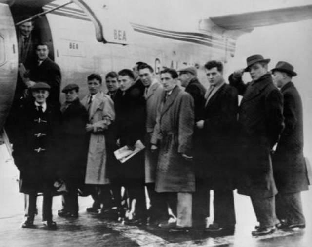 """Малыши Басби 6 февраля 1958 года Место катастрофы: аэропорт Мюнхена Команда: """"Манчестер Юнайтед"""" """"Малыши Басби"""", пришедшие в большой футбол из юношеской школы воспитания главного тренера """"Манчестер Юнайтед"""" Мэтта Басби, были очень юными - им всем было едва за двадцать. Тем не менее, воспитанники молодежной команды """"Манчестера"""", с детских лет игравшие вместе, были сплоченным профессиональным коллективом, и после прода в основной состав выиграли чемпионат Англии дважды - в сезоне 1955-56 и 1956-57 годов."""