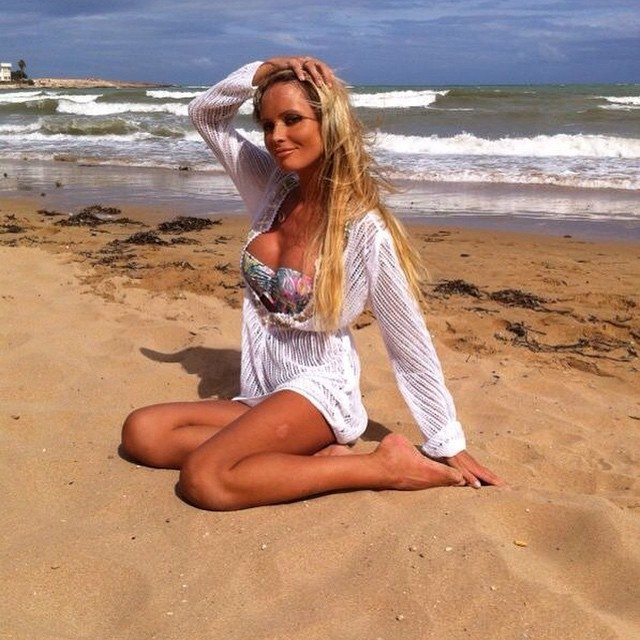 Дана Борисова. Телезвезда несколько лет назад громко заявила, что увеличила грудь, и что с новыми формами ей не стыдно появиться на пляже в купальнике.