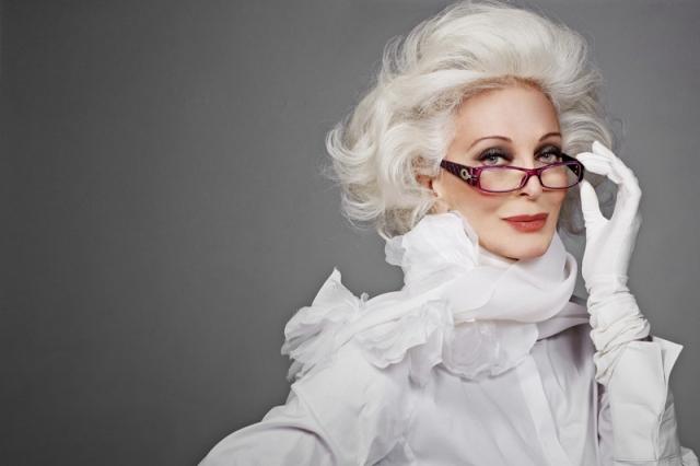 Кармен Делль'Орефайс. Эта 85-летняя модель на пике популярности по сей день. Она даже популярнее некоторых молодых моделей. Сам Сальвадор Дали как-то назвал Кармен своей незабвенной музой.