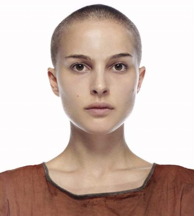 """Натали Портман. В 2006 году актриса побрилась наголо прямо перед камерой во время съемок фильма """"V значит вендетта""""."""