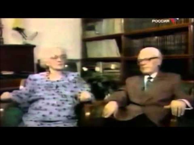 """Бюкар осталась со своей новой семьей в Москве, родила сына, работала диктором на радио. """"Эта атмосфера мира, спокойствия и счастья в Советском Союзе особенно благотворна в эти дни, когда военная пропаганда и военный психоз господствует во многих странах мира, я легко могу понять, как это все губительно действует на нервы и здоровье простых людей,"""" - говорила она. Скончалась Аннабель в Москве в 1998 году."""