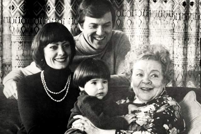 После смерти Сталина Федорову освободили, она воссоединилась с дочерью и вернулась в кино, успешно снимаясь вплоть до середины 70-х. В 1976 году актрисе разрешили побывать в США, где она снова встретилась с Джексоном Тейтом и эмигрировавшей туда дочерью.