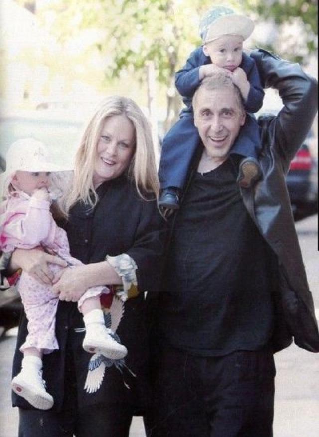 Аль Пачино. Актер никогда не был женат, правда, это не помешало ему обзавестись тремя детьми.