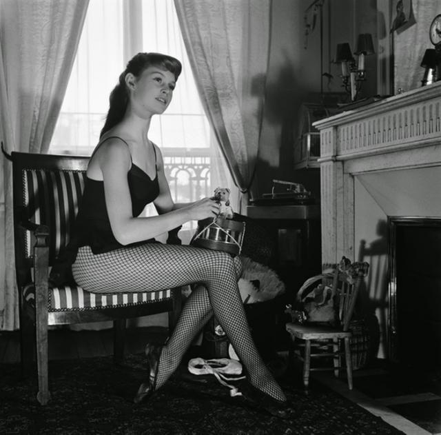 К этому моменту Брижит уже преуспела в танцах и получила престижное место в Национальной Академии танца, где она стала изучать классический французский балет.