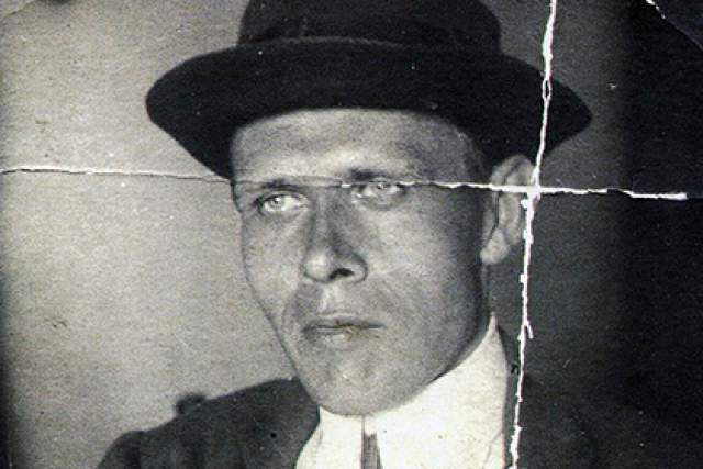 """Чтобы избежать расстрела, писатель симулировал сумасшествие и был изолирован в психиатрической больнице. Умер поэт 2 февраля 1942 года во время блокады Ленинграда в отделении психиатрии в """"Крестах""""."""