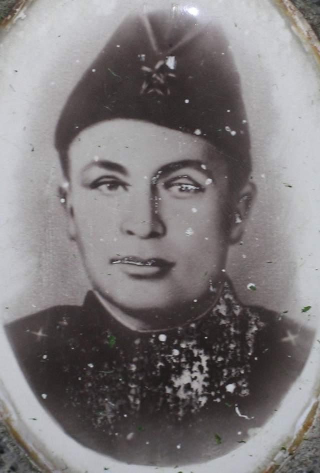 Андрей Корзун, (1911-1943). Артиллерист 3-го контрбатарейного артиллерийского корпуса Ленинградского фронта.