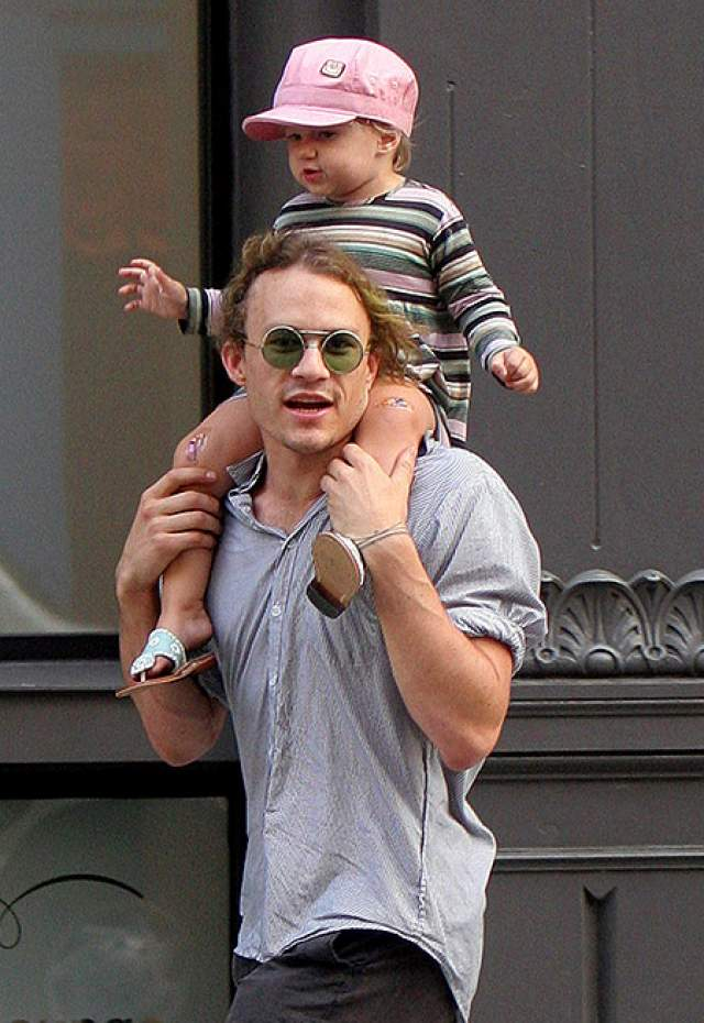 Когда Хит Леджер ушел из жизни в возрасте 27 лет, его дочери Матильде, появившейся на свет в его браке с актрисой Мишель Уильямс, было всего два года.