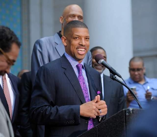 Джонсон не подался на телевидение, не стал экспертом или комментатором, как многие его баскетбольные коллеги, а с головой ушел в политику.