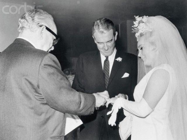 Через несколько дней после развода Жа-Жа вышла замуж за нефтяного магната Джошуа Косдена младшего. Брак длился чуть больше года.
